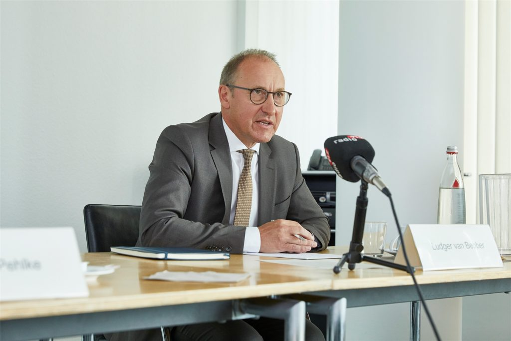 Flughafen-Geschäftsführer Ludger van Bebber blickt vorsichtig optimistisch auf die Zukunft des Dortmunder Flughafens.