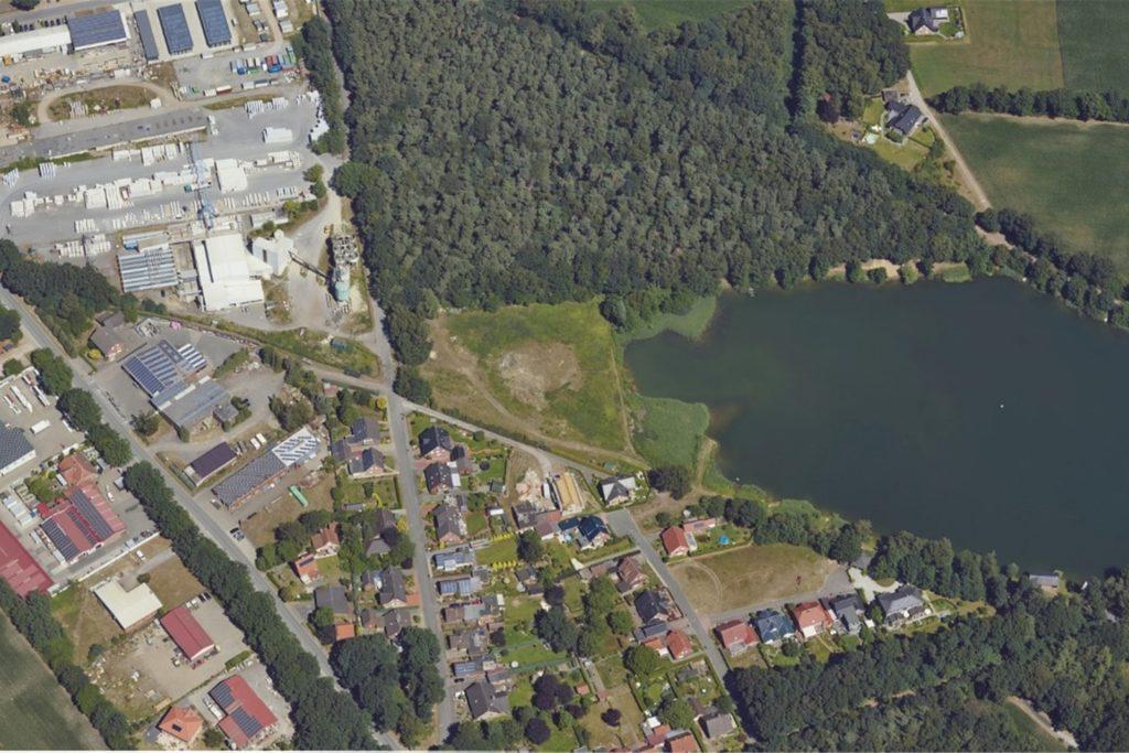 Am alten Baggersee sind auf der Freifläche am Westufer ebenfalls Baugrundstücke geplant.
