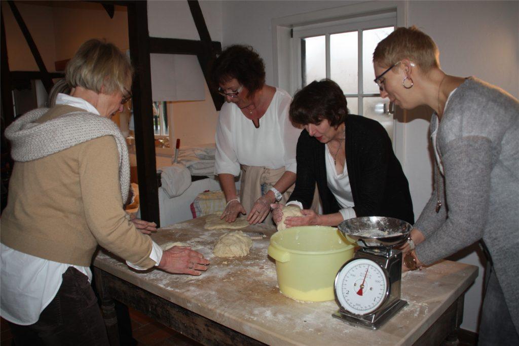 Bei einem Tagesausflug können Interessierte Brot backen in Asbeck.