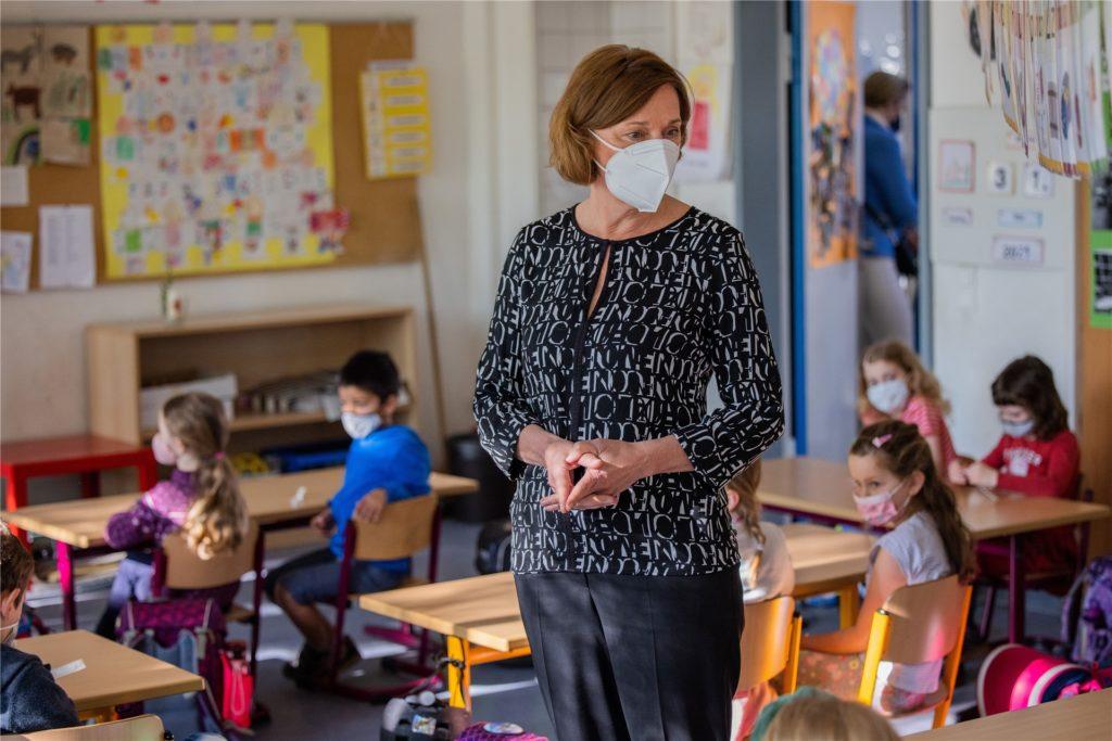 Yvonne Gebauer (FDP), Schulministerin von Nordrhein-Westfalen, will nach den Ferien wieder Präsenzunterricht für alle Schüler ermöglichen.