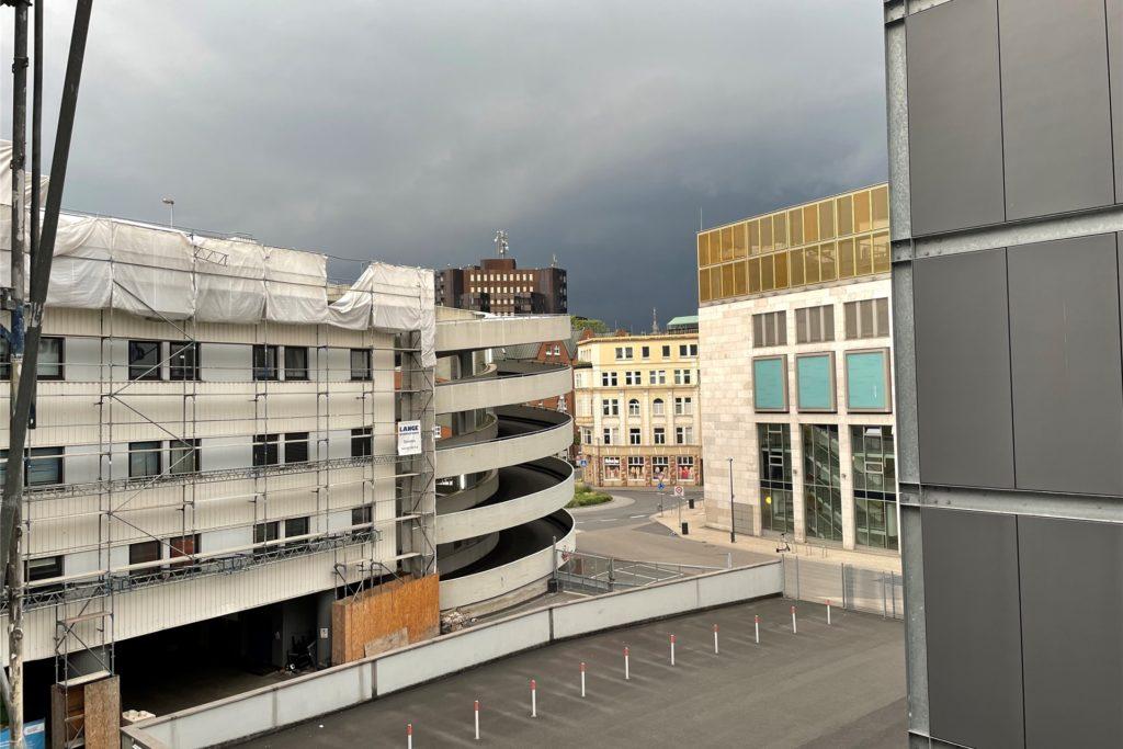 Am Abend verdunkelte sich der Himmel über Dortmund - das folgende Unwetter sorgte für zahlreiche Feuerwehr-Einsätze.