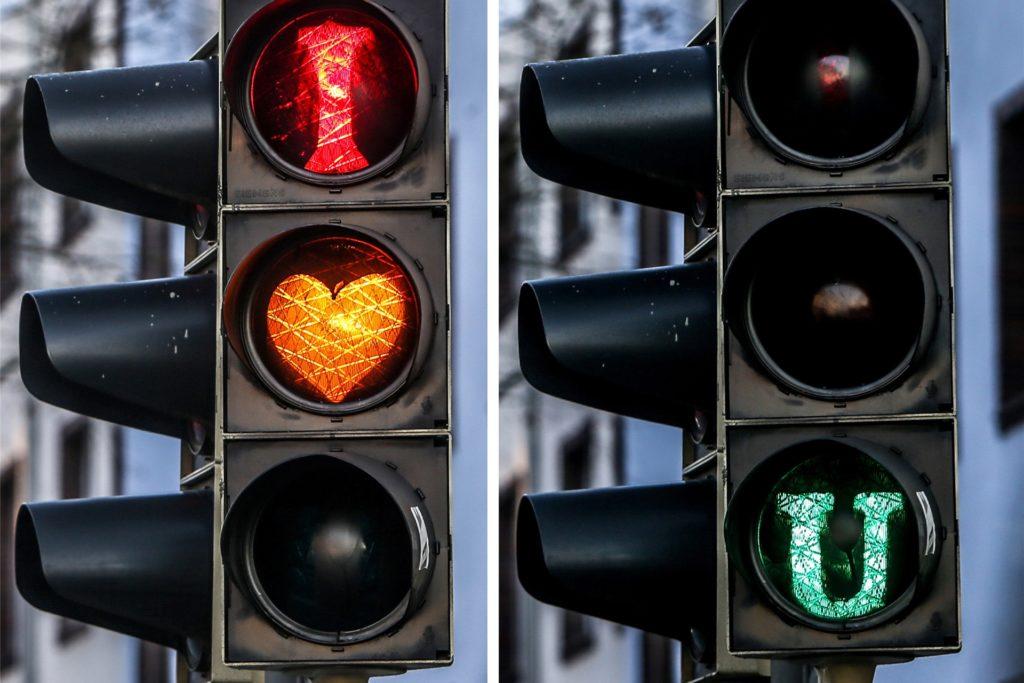 Im Dezember 2018 war die Liebes-Botschaft auch noch auf der rechten Ampel deutlich zu erkennen.