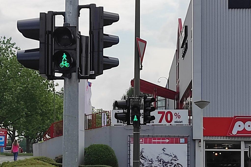 Die Radfahrer-Ampel gibt es nur in Fahrtrichtung Eichlinghofen auf dieser Seite der Kreuzung.