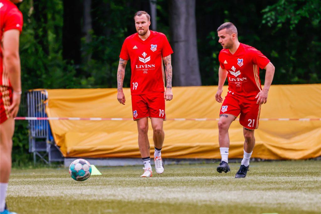 Kevin Großkreutz (l.) beendete vor einigen Monaten seine Karriere als Profifußballer und schloss sich dem TuS Bövinghausen an.
