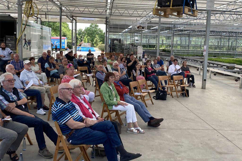 Die Konferenz-Teilnehmer trafen sich in der Glashalle des Gartenbaubetriebs Dreckmann.