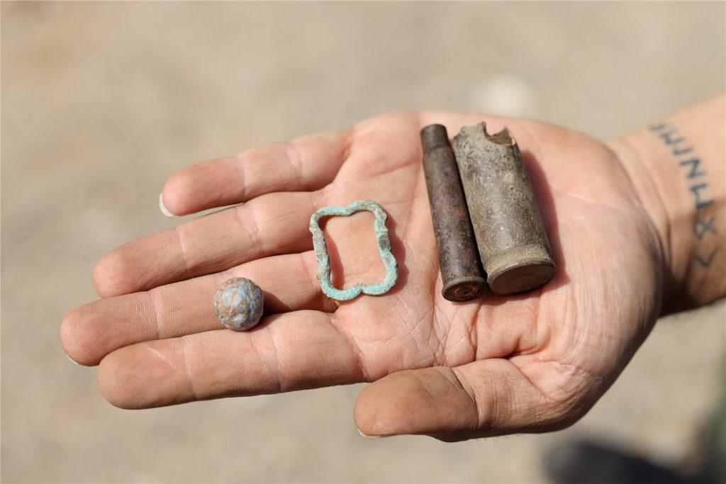 Eine Musketenkugel, eine Schuhschnalle und Patronenhülsen hat Marco Köhler in Kirchhellen gefunden.