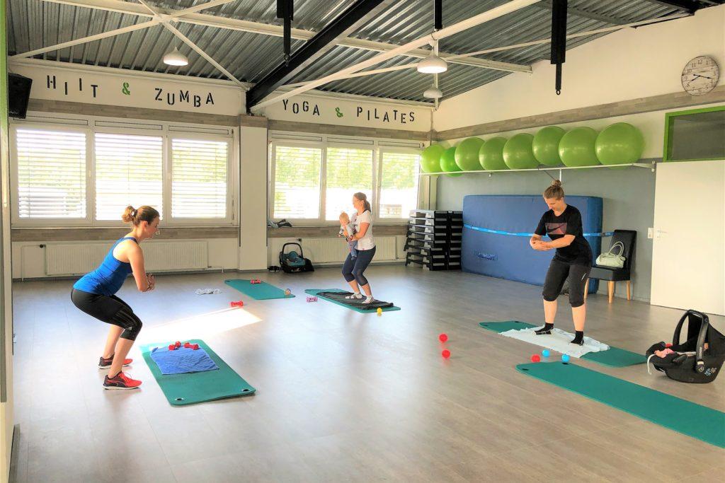 Im großen Kursraum können Trainerin und Teilnehmerinnen ausreichend Corona-Abstand halten.