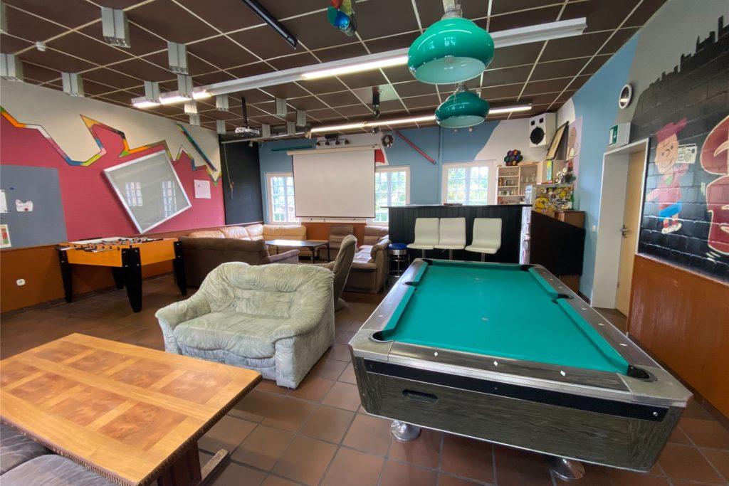Der alte Jugendraum soll saniert werden und mit neuen Möbeln wieder attraktiver für die Jugend werden.