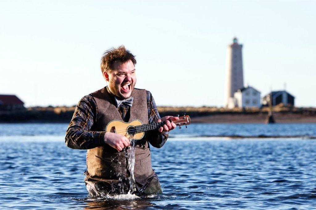 Das Vinylcafe präsentiert zusammen mit der Rockschule Bocholt den isländischen Musiker Svavar Knutur am 23. August.