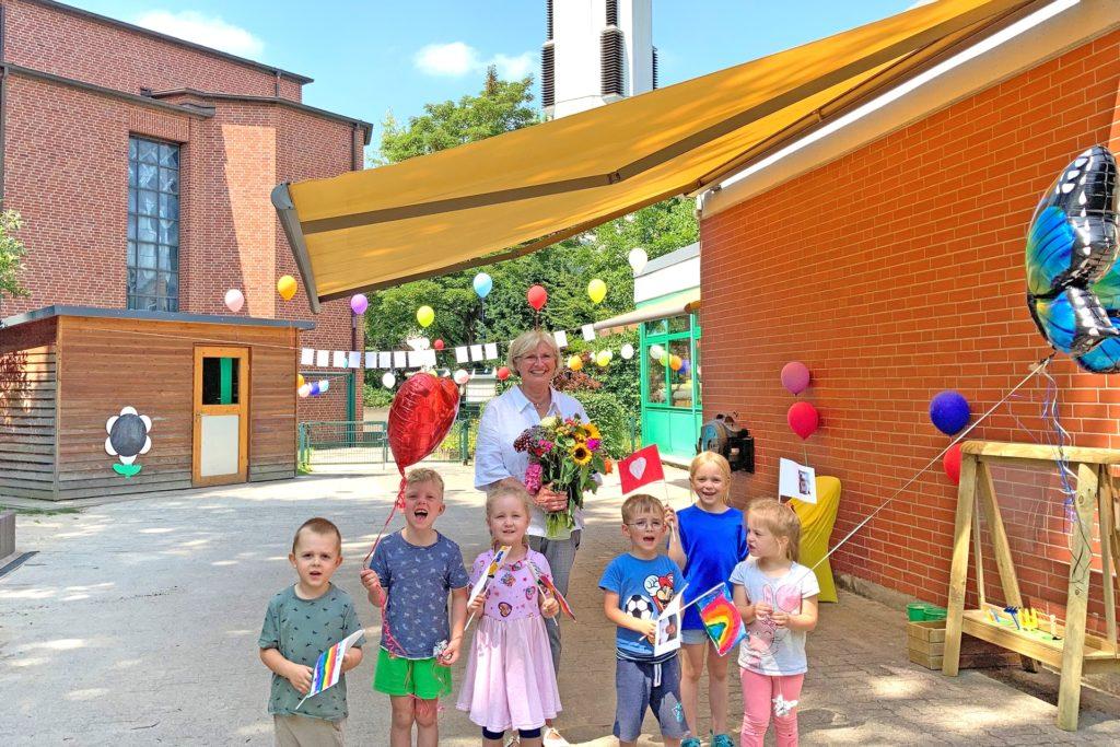 Claudia Lessing in ihrer Kita St. Ewaldi: Die Kinder verabschiedeten sich mit Ballons, Blumen und Fähnchen.