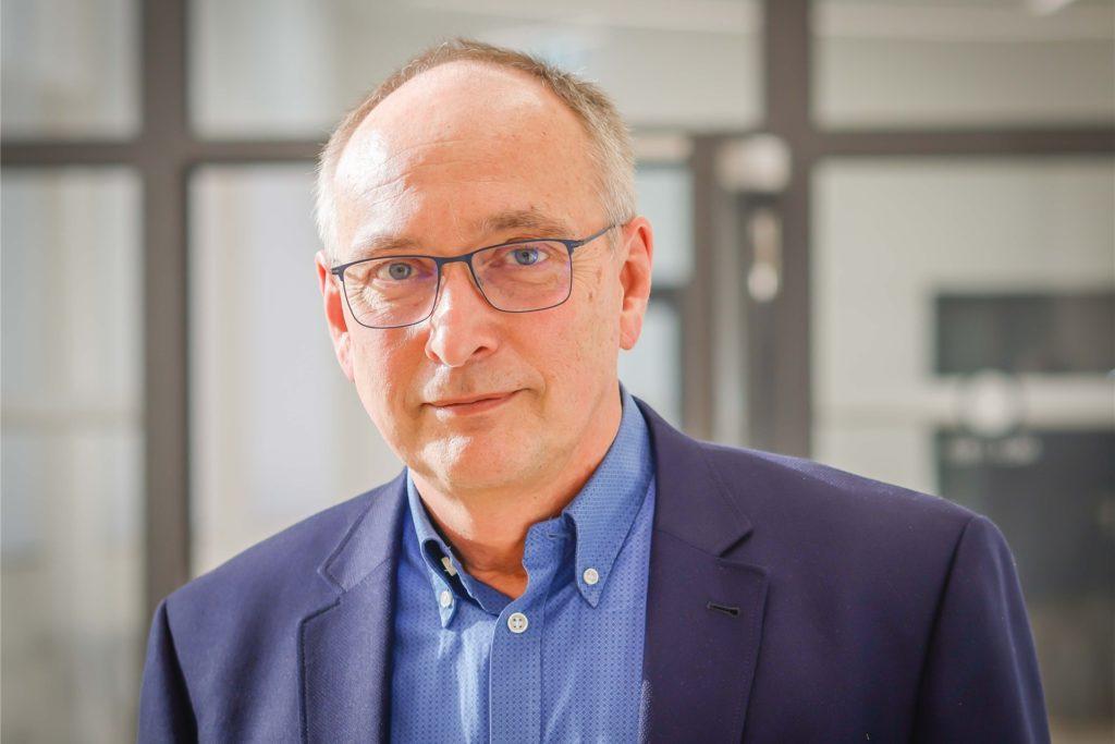 Für den Leiter des Dortmunder Gesundheitsamtes, Dr. Frank Renken, müssten für eine Neubewertung der 7-Tage-Inzidenz zwei Voraussetzungen erfüllt sein.