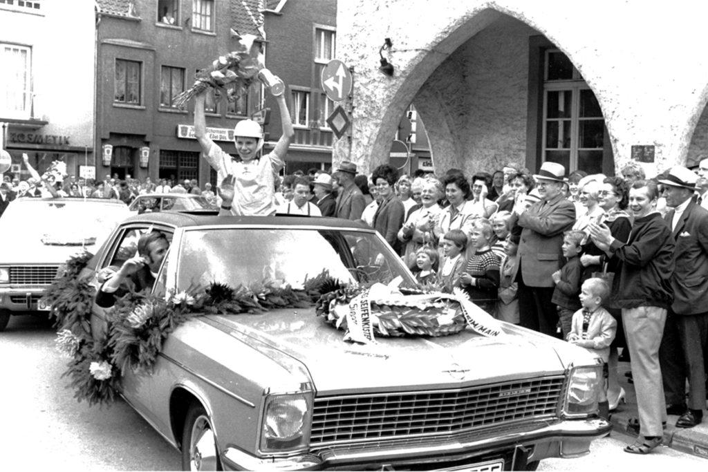 Der Deutsche Meister wurde begeistert in Haltern gefeiert. Der Marktplatz war voller Menschen.