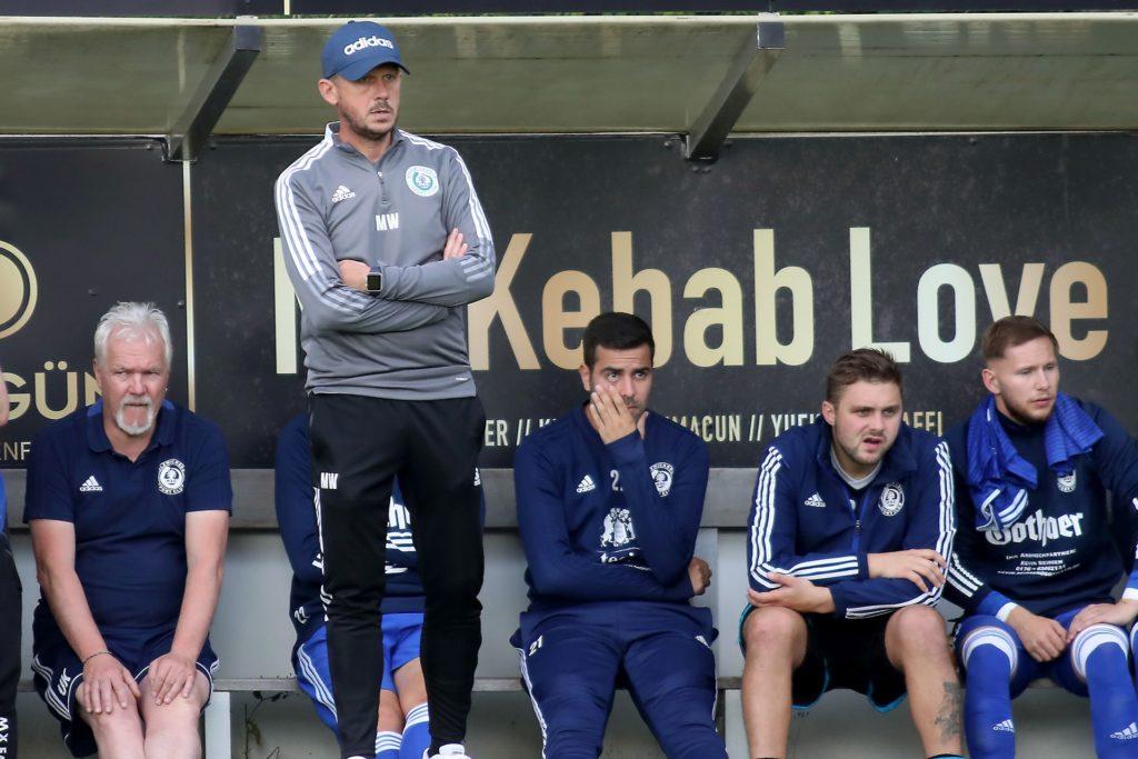Trainer Marc Woller und sein Holzwickeder SC sind souverän in das Viertelfinale des Hecker-Cups eingezogen.