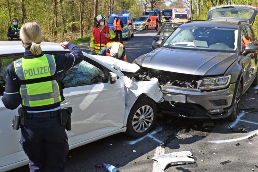 Nach einem Unfall zwischen Wulfen und Lippramsdorf suchten die Einsatzkräfte Ende April den Ort des Geschehens.