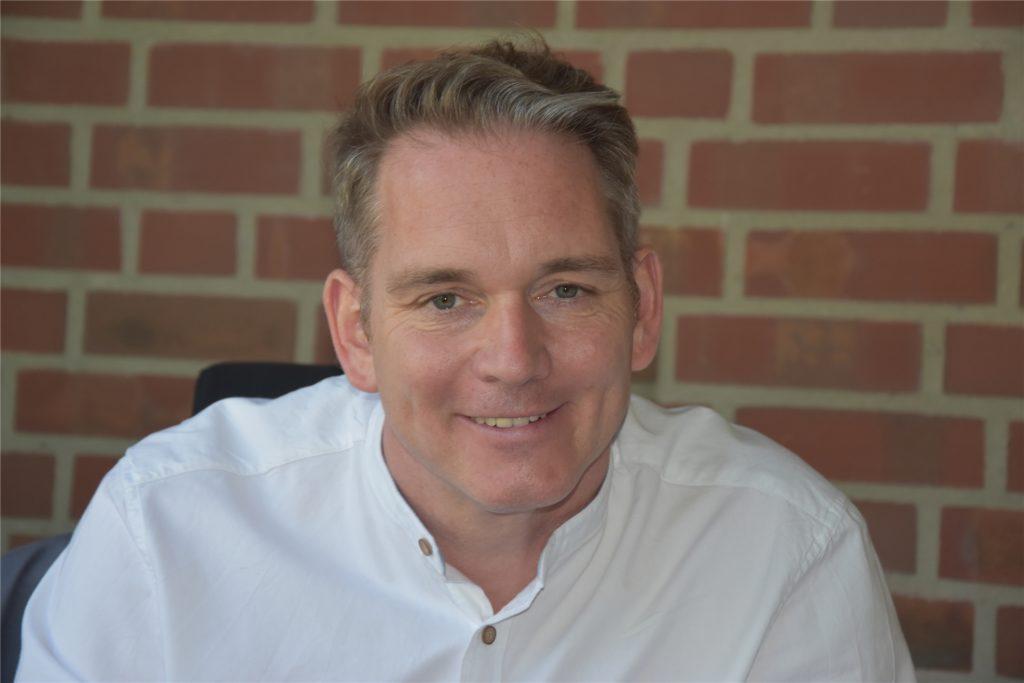Dr. Jerome Biehle, Leiter der Wolfhelm-Schule in Olfen erlebt einen routinierten Umgang mit den Corona-Maßnahmen in seiner Schule.