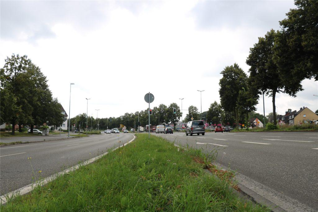 Das Tempolimit von 50 km/h an der Kreuzung Kirchhellener Straße/Am Limberg in Bottrop hätte sich das Straßenverkehrsamt schon früher gewünscht. Bisher ist die Maßnahme lediglich beschlossen, aber noch nicht umgesetzt.