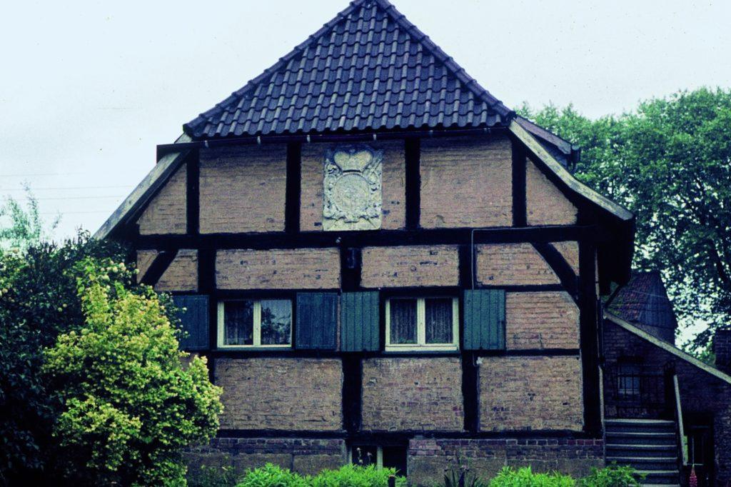 An der Wassermühle war das bischöfliche Wappen im Giebel angebracht.