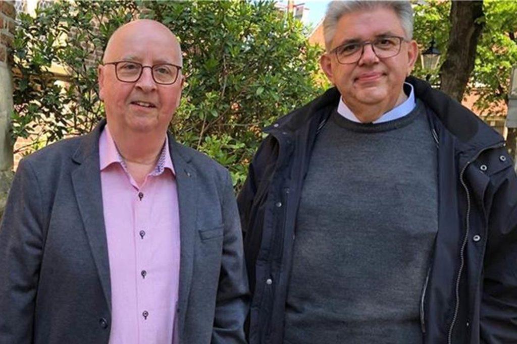 Dem Heimatverein mit dem Vorsitzenden Ernst Bennemann (l.) und der Kirchengemeinde St. Vitus und St. Jakobus mit Pfarrer Stefan Scho ist es ein besonderes Anliegen, dass der Wappenstein wieder aufgefunden wird.