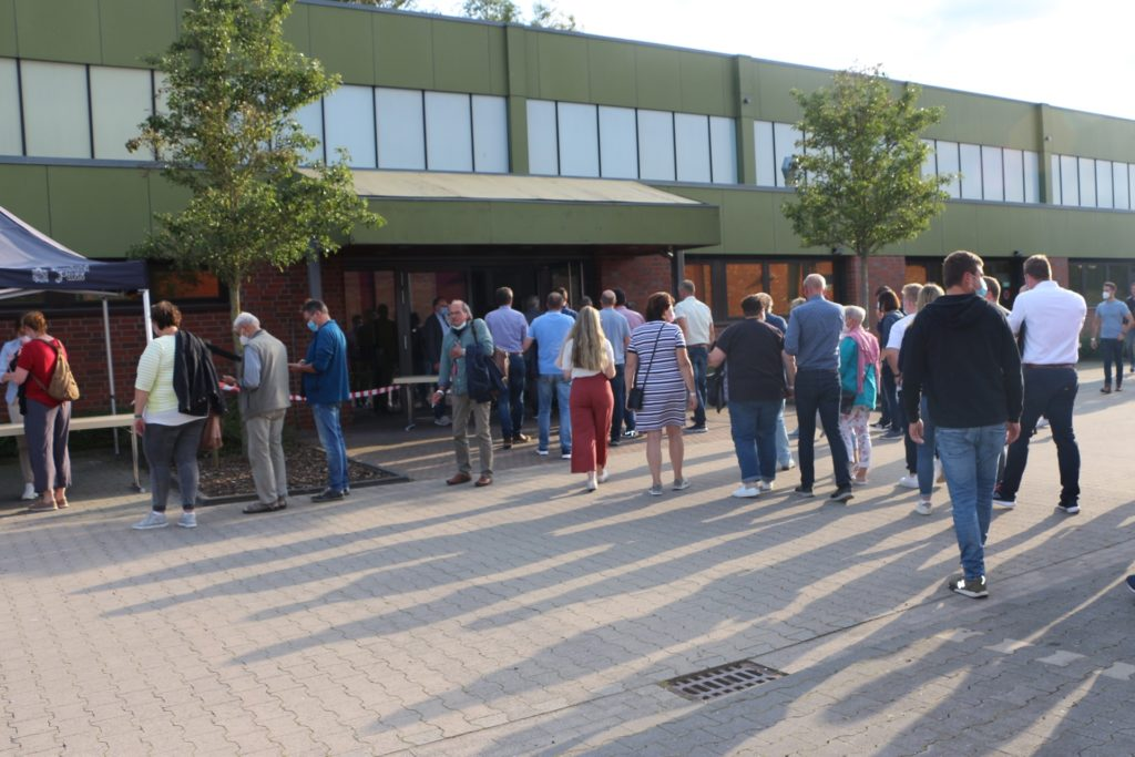 Auf eine außergewöhnliche Resonanz stieß die erste Ratssitzung nach der Sommerpause in Südlohn. Viele Bürgerinnen und Bürger waren dem Aufruf Tim Teckers mit dessen Online-Petition gefolgt.