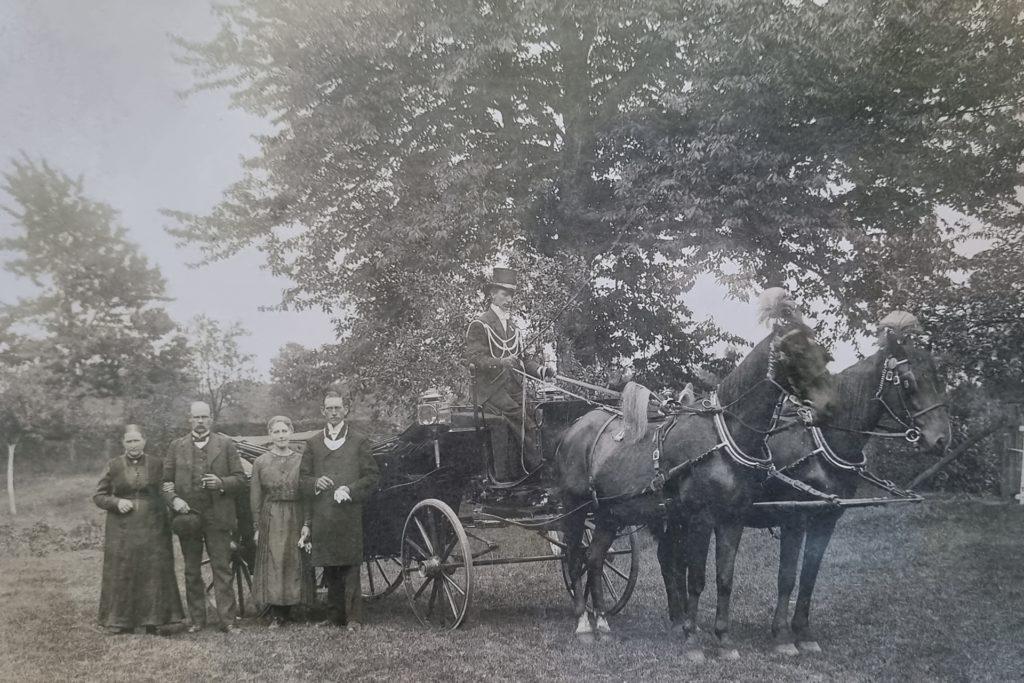 Das Foto vom Schützenkönig-Pärchen (rechts) von 1921, Gertrud Schlüter und Wilhelm Schulte, ist ein Original.
