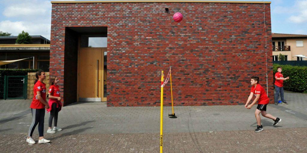 Zwischen Volleyball und Fußball können die Schüler selbst entscheiden.