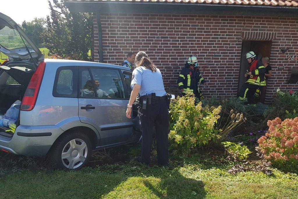 Die Fahrerin wurde vorsichtshalber ins Krankenhaus gebracht.