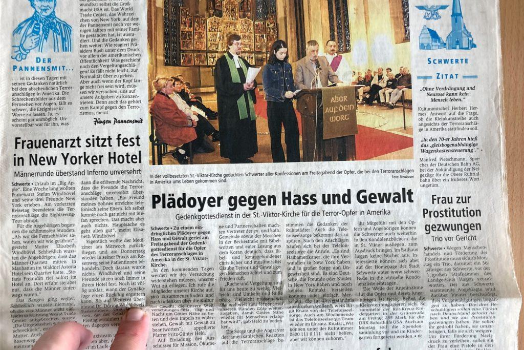 Ein Gedenkgottesdienst in der Viktorkirche bildete den Aufmacher in der Schwerter Ausgabe der Ruhr Nachrichten vom 15.9.2001. Daneben erschien der Bericht über Frauenarzt Stefan Windhövel in New York.