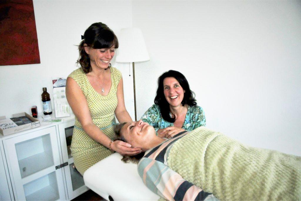Massagen, Meditationen und Lebensmosaik – die Angebote im Herzwerk sind vielseitig.