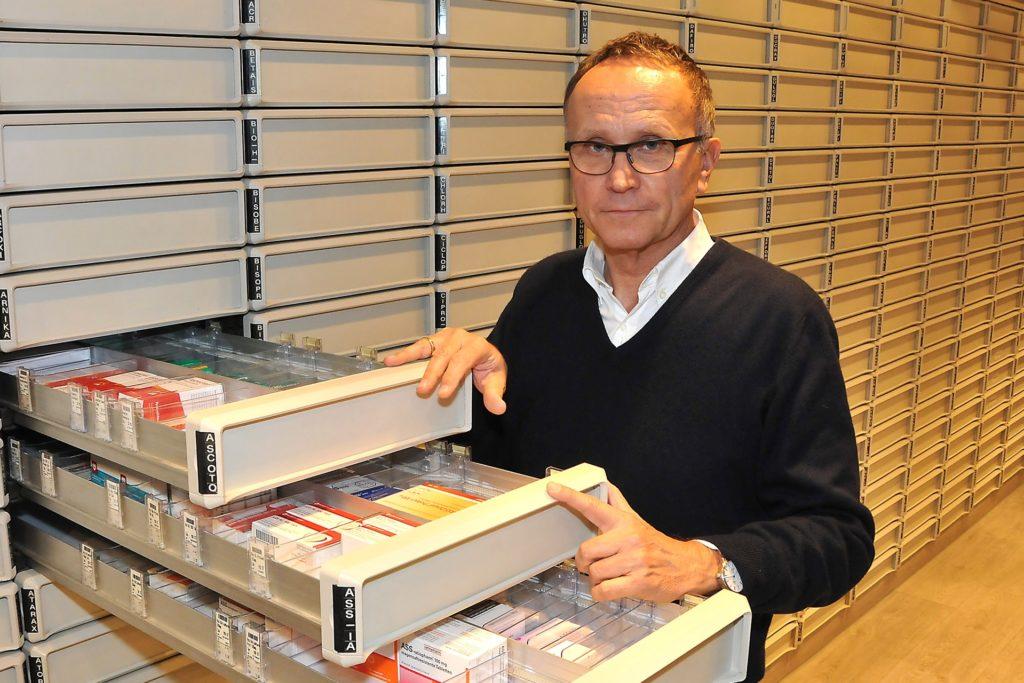 Apotheker Winfried Radinger ist genervt von wild abgestellten Elektro-Rollern in der Stadt.