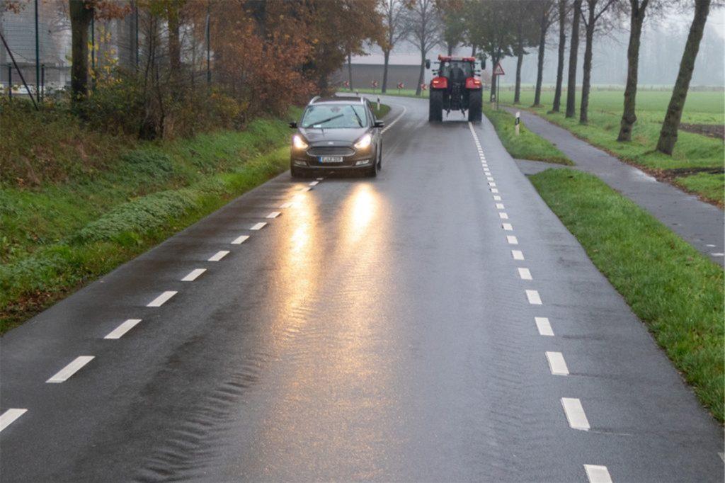 Bei Gegenverkehr wird es auf der Versuchsstrecke eng. Dann kann und darf nicht mehr mittig gefahren werden.