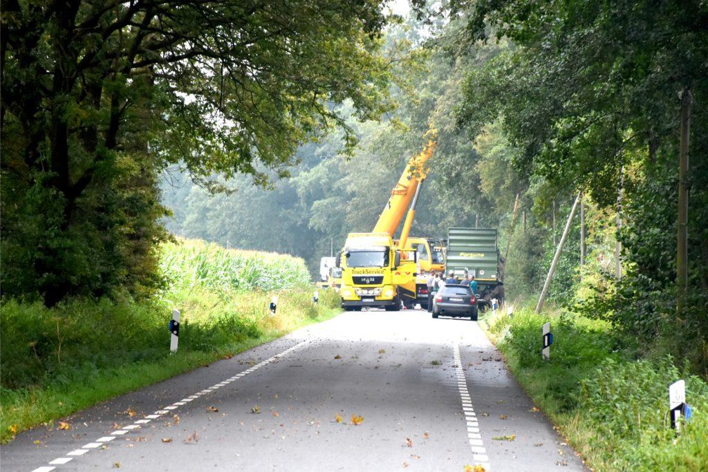 Kein Durchkommen mehr auch der Ochtruper Straße für den Zeitraum der Bergung am Mittwochnachmittag.