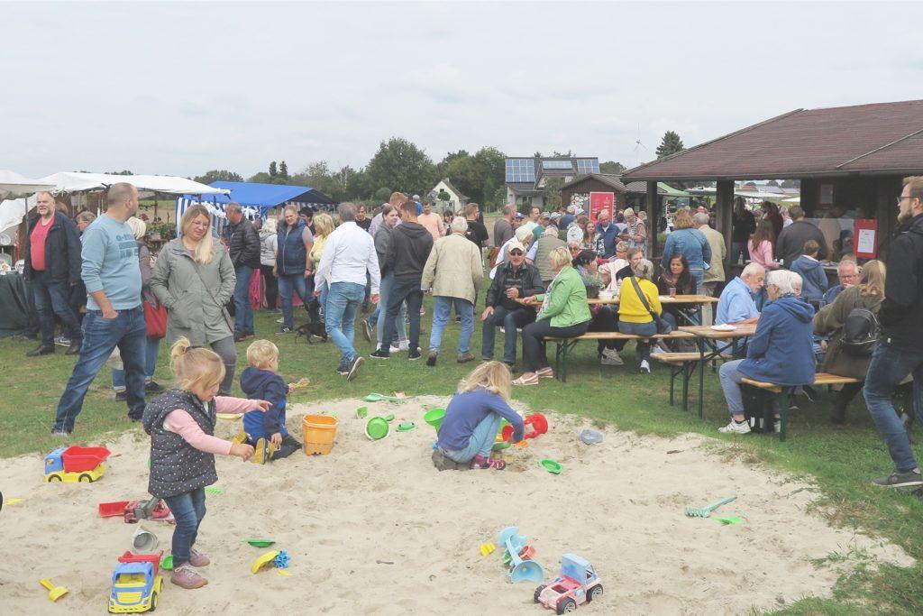 Ein Spielplatz stand für die jüngsten Besucher zur Verfügung.