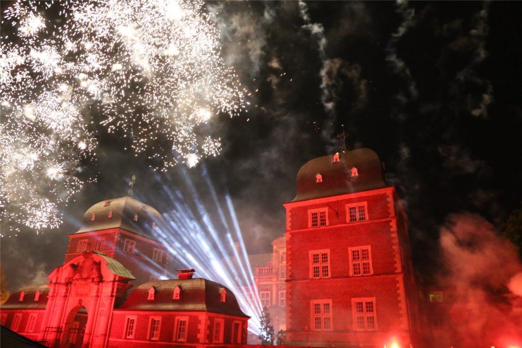 Feuerwerk über dem Ahauser Schloss: Fanfaren, Flammen, Feuerwerk ist für den 17. Oktober geplant. Am Konzept ändert sich in diesem Jahr nichts.
