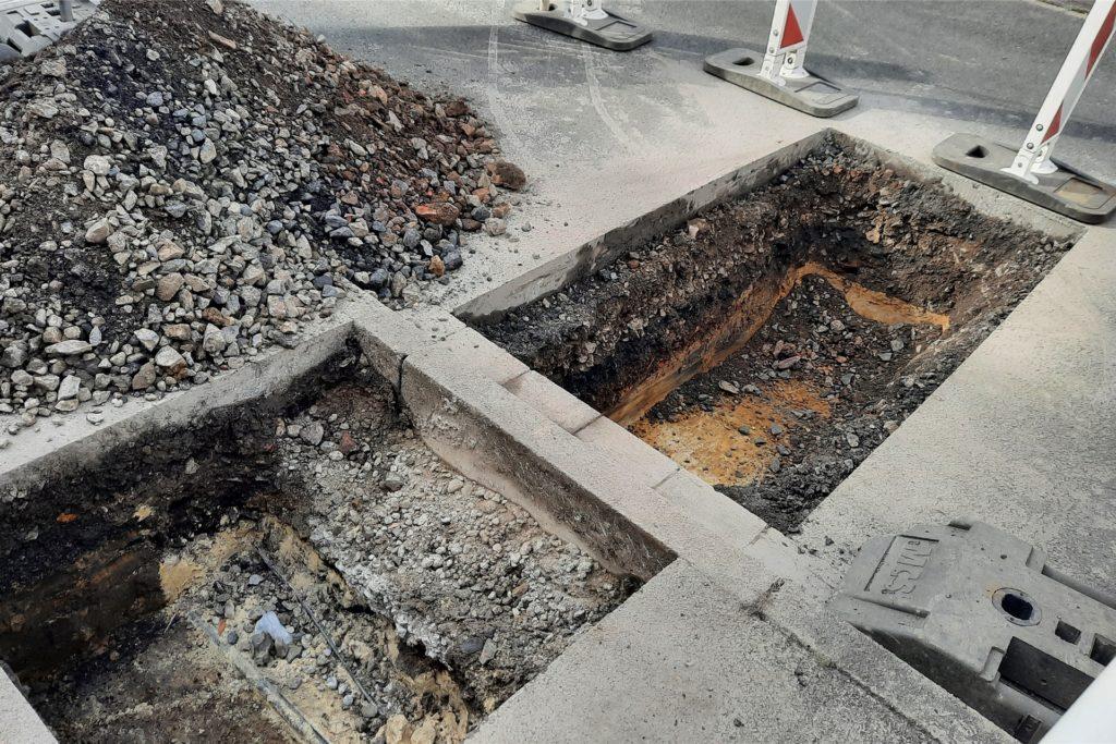 Anwohner Siegfried Erdelhoff fragt sich, warum die Straße und nicht eine Senke in dem Bereich für die Bodenuntersuchung genutzt wurde. Dort hätte man im Anschluss die Senke auffüllen können.