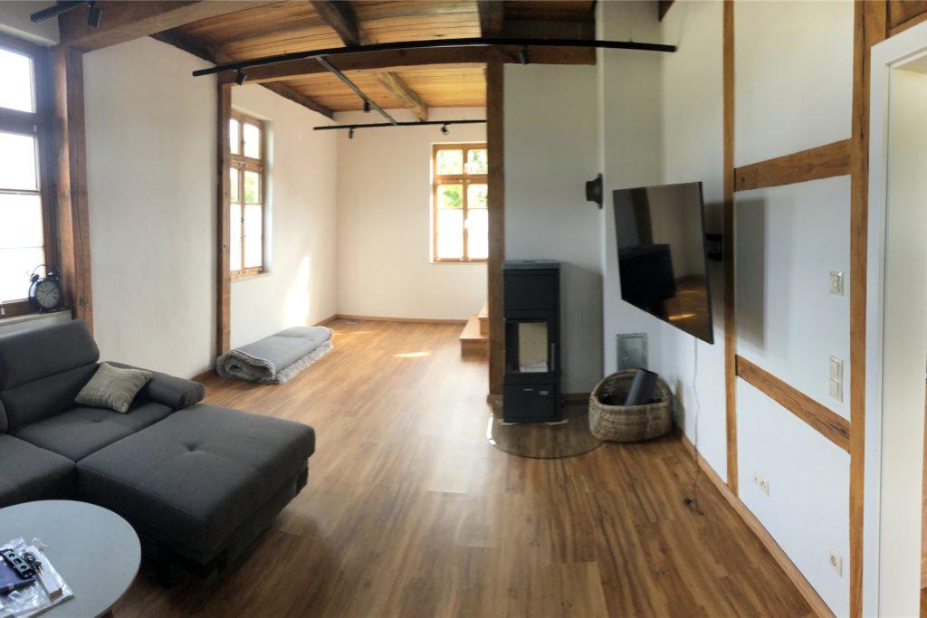 Das Wohnzimmer mit Ofen