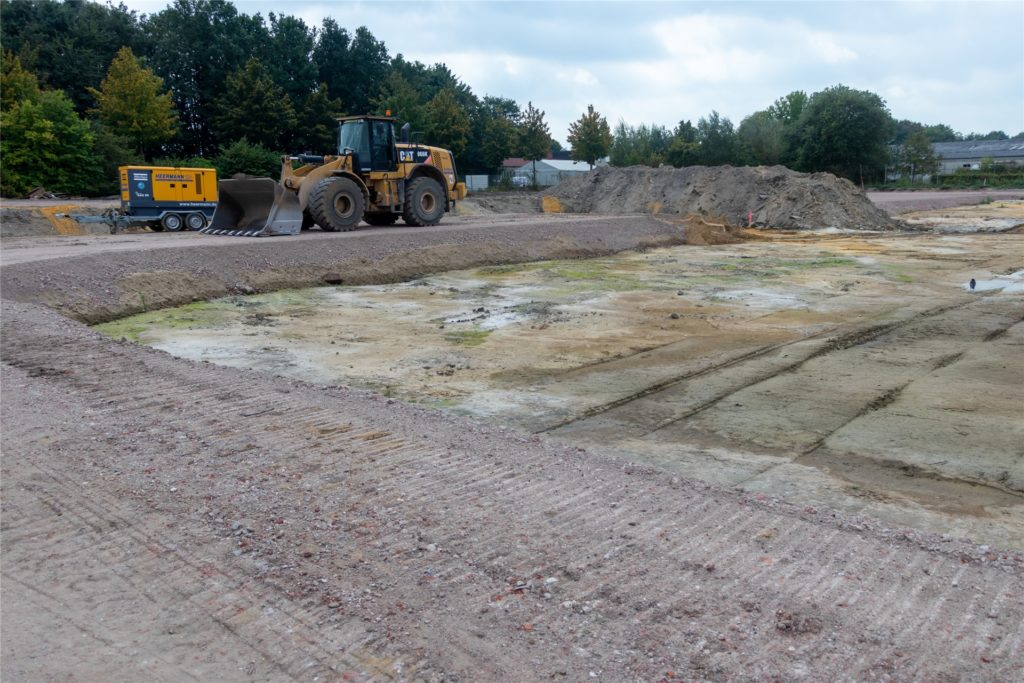 Die Baustraßen aus dem Recyclingschotter der Spahn-Fabrikhallen hatten am Wochenende die FDP irritiert. Die Baustraßen mit Anbindung an die Bahnallee halten den Baustellenverkehr von der Kreuzwegstraße fern.