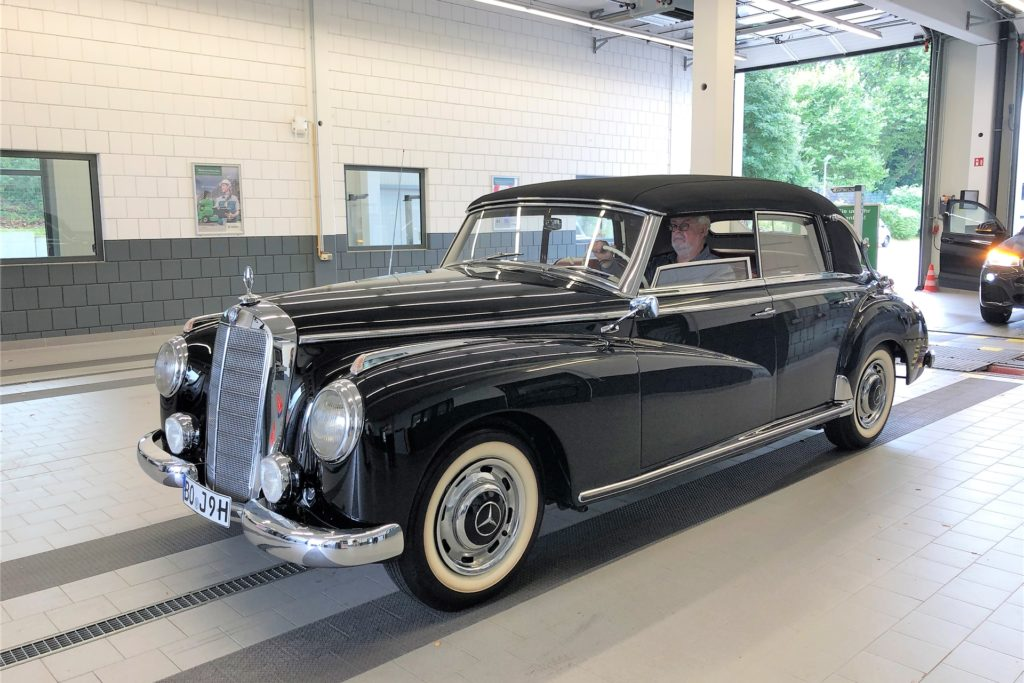 Günter Jorzik hat seinen Adenauer-Cabrio, Baujahr 1952, fünf Jahre lang restauriert.