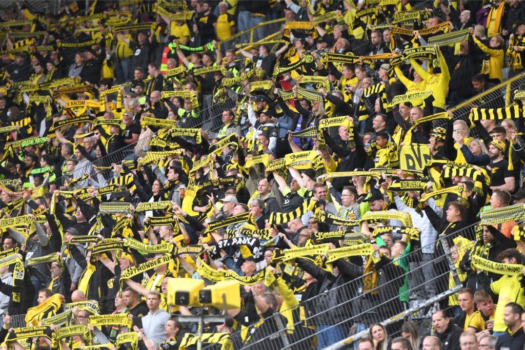 Eine neue Studie des BVB zeigt: Der Fußball hat stark unter der Corona-Pandemie gelitten.